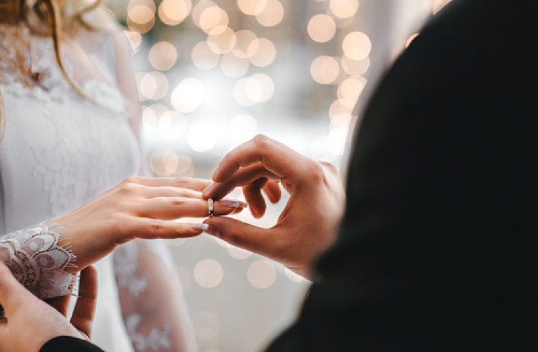 8 Weddings Rings Superstitions