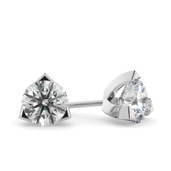 HER21 Round Stud Diamond Earrings - white