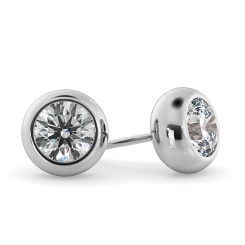 HER26 Round Stud Diamond Earrings - white