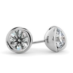 HER38 Round Diamond Stud Earrings - white